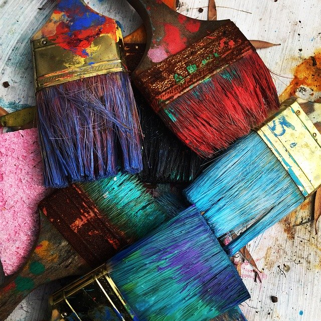 Come scegliere i pennelli per pitturare le pareti: tante soluzioni utili