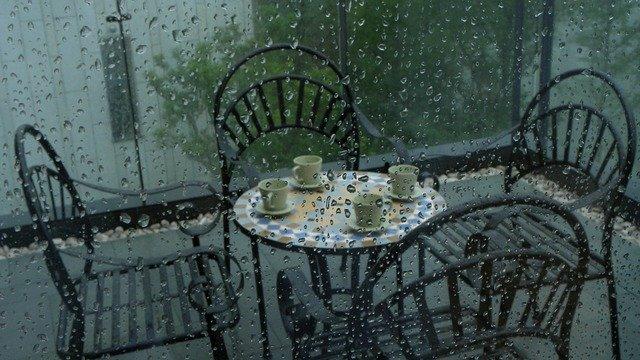 Come chiudere un balcone: info, idee e normative da rispettare