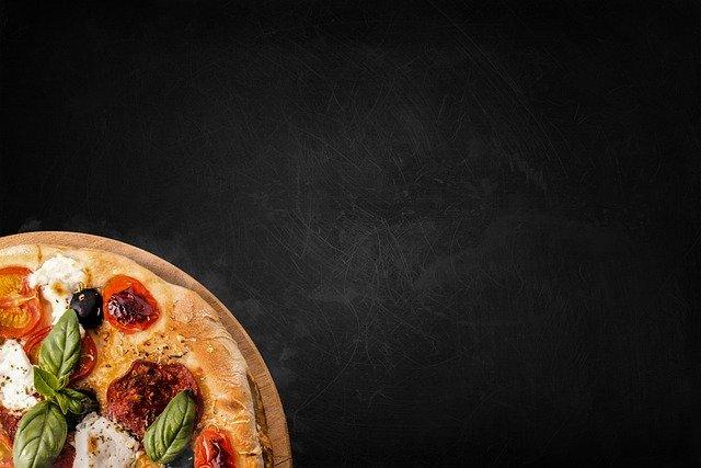 Come fare la pizza in casa: ricetta e consigli utili