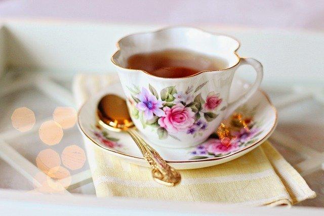 Come pulire le tazze dalle macchie di tè